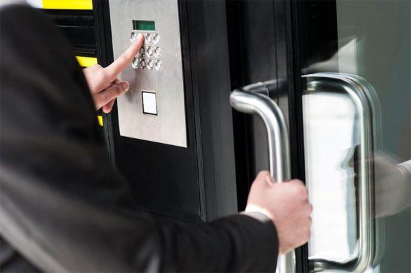 Door Unlock 1 600x399 - Door Unlock Service